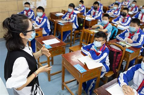 Chinese students die after running in masks